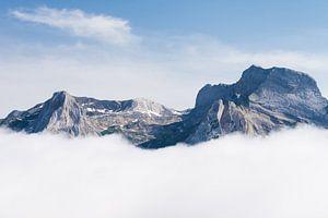 Rotsachtige bergtoppen in de Pyreneeën van