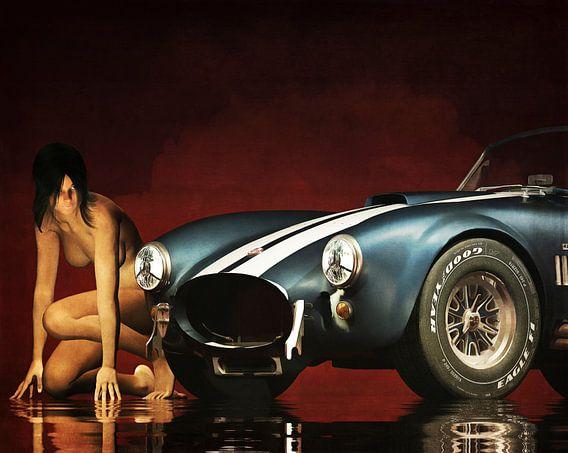 Erotisch naakt - Naakte vrouw met een Ford Cobra