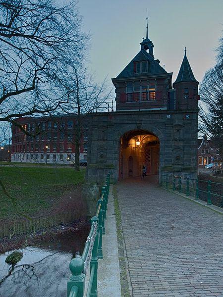 Oosterpoort in Hoorn van Paul Tolen