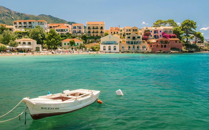 Assos, Kefalonia, Griekenland van Sven Wildschut