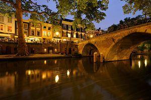 Oudegracht in Utrecht met Weesbrug