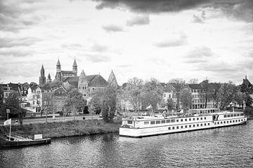 Riviercruiseschip MPS Horizon uit Rotterdam in Maastricht
