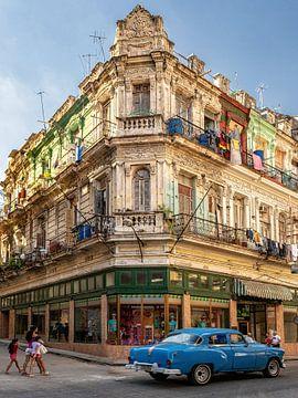 Alte Villa mit Oldtimer Havanna, Kuba von Carina Buchspies