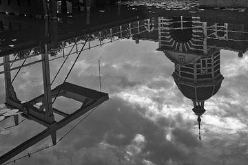 Das Morse-Tor in Leiden in schwarz-weiß von Simone Meijer