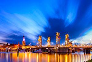 De Hanzestad Kampen aan de IJssel tijdens zonsondergang
