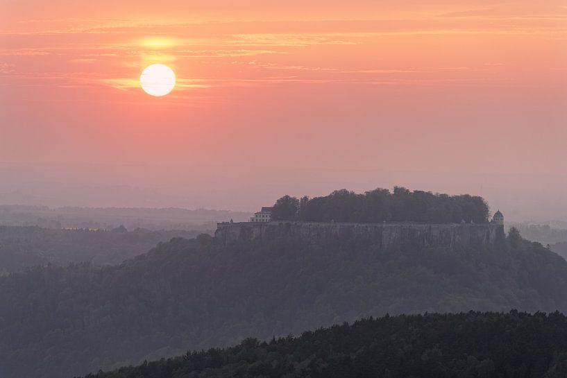 Elbsandsteingebirge - Sonnenuntergang am Königstein von Ralf Lehmann