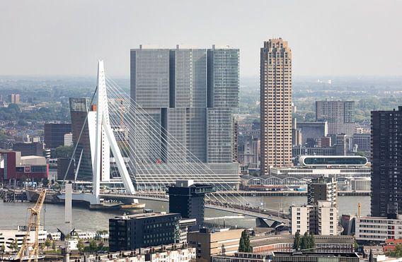 De Erasmusbrug en Wilhelminapier in Rotterdam van MS Fotografie