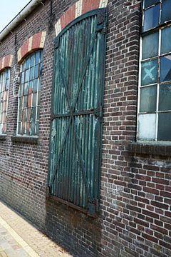 Ramen en deur van een warehous van Jeffry Clemens