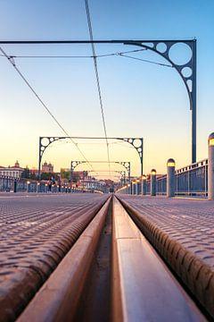 Spoorbrug bij Zonsondergang in Porto van Fotografiecor .nl