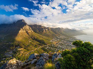 Tafelberg bei Sonnenuntergang vom Lion's Head aus gesehen, Kapstadt von Teun Janssen