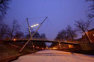 Sint Martinusbrug over bevroren Catharijnesingel in Utrecht
