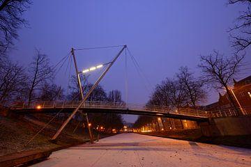 Sint Martinusbrug over bevroren Catharijnesingel in Utrecht sur Donker Utrecht