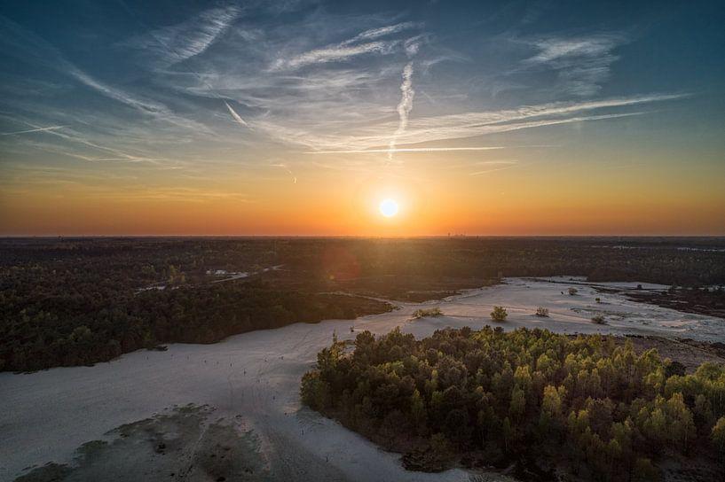 Sunset Loonze duinen van Above The Grid