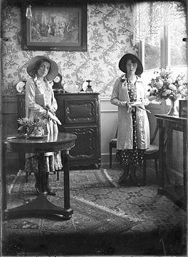 Zusjes jaren '20 van Timeview Vintage Images