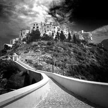 Village blanc, Italie (noir et blanc) sur Rob Blok