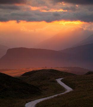 Berglandschap bij Zonsondergang van Frank Peters