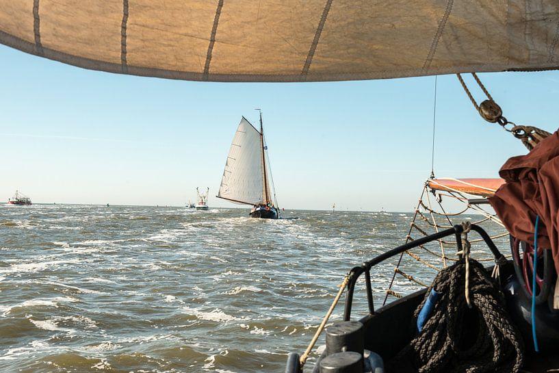 Zeilboot op de Waddenzee van Barbara Koppe