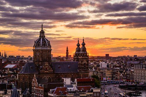 Zonsondergang boven Amsterdam