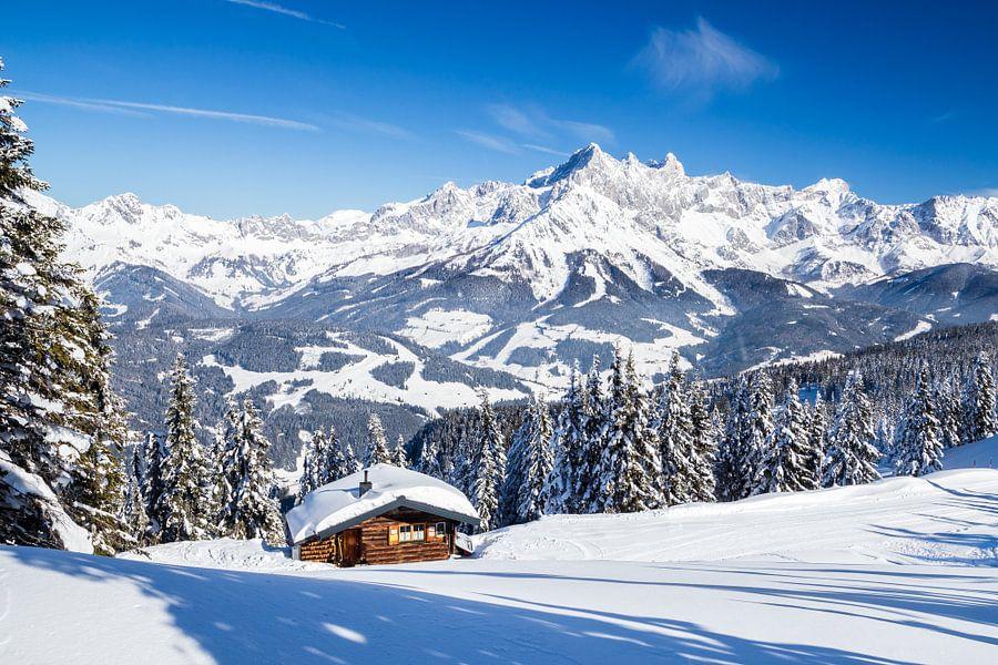 Zonnig winterlandschap in de Alpen