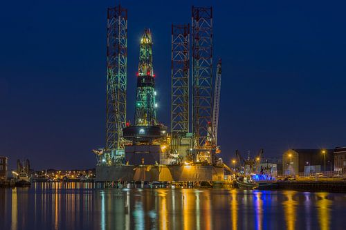 Boorplatform aan de trawlerkade in IJmuiden