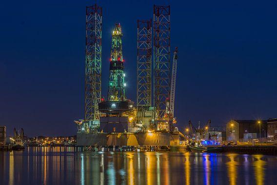Boorplatform aan de trawlerkade in IJmuiden van Ardi Mulder