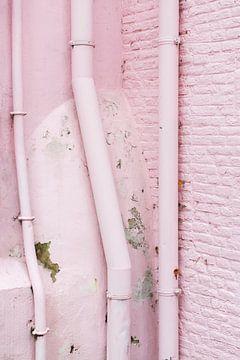 Vervallen roze muur von Anki Wijnen