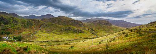 Panorama van het dal tussen de heuvels in Wales