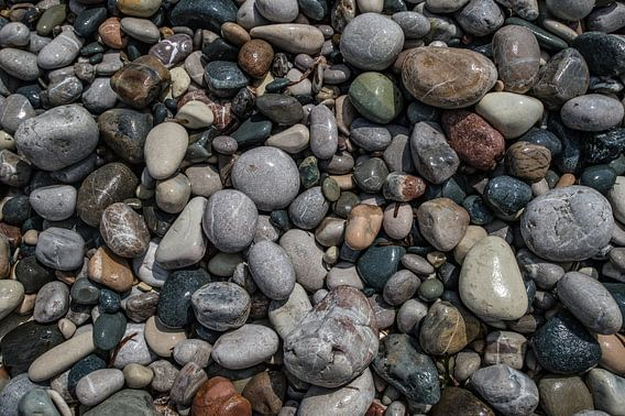 Kiezelstenen op het strand van Cyprus