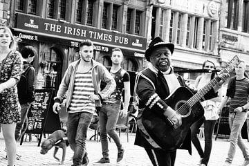 Antwerpen - Straßenmusikant von Maurice Weststrate