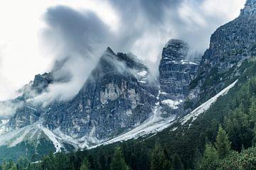 Nuages hivernaux dans les Alpes photographiés avec une vitesse d'obturation lente sur Hidde Hageman