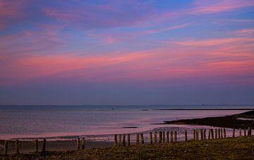 Gekleurde avondlucht boven de Oosterschelde van Emajeur Fotografie