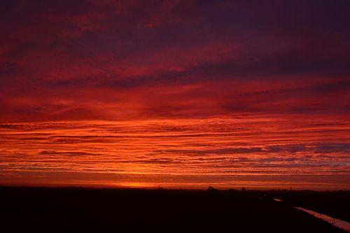 Zonsopkomst nabij Visvliet, Groningen, Nederland. Gemaakt op een koude januari ochtend.