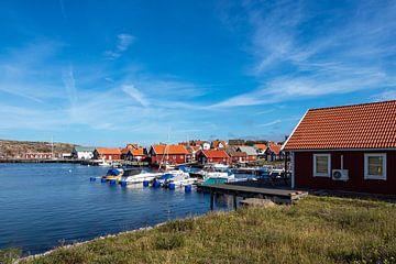 Gezicht op het dorp Smögen in Zweden van Rico Ködder