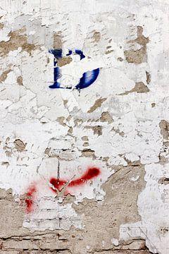 muur oude fabriekshal 3 van Arnoud Kunst