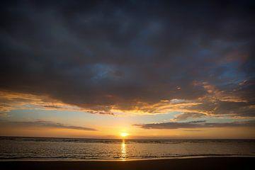 Sonnenuntergang über der Nordsee van Annett Mirsberger