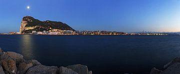 Gibraltar Panorama op het blauwe uur van Frank Herrmann