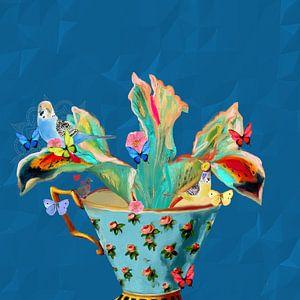 Vogels in een theekopje met vlinders van