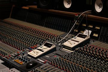 Opname studio met analoge mengtafel van