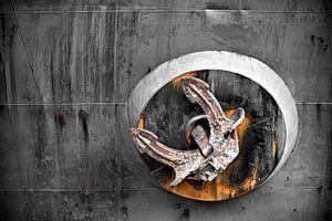 Roestig anker op zeeschip van