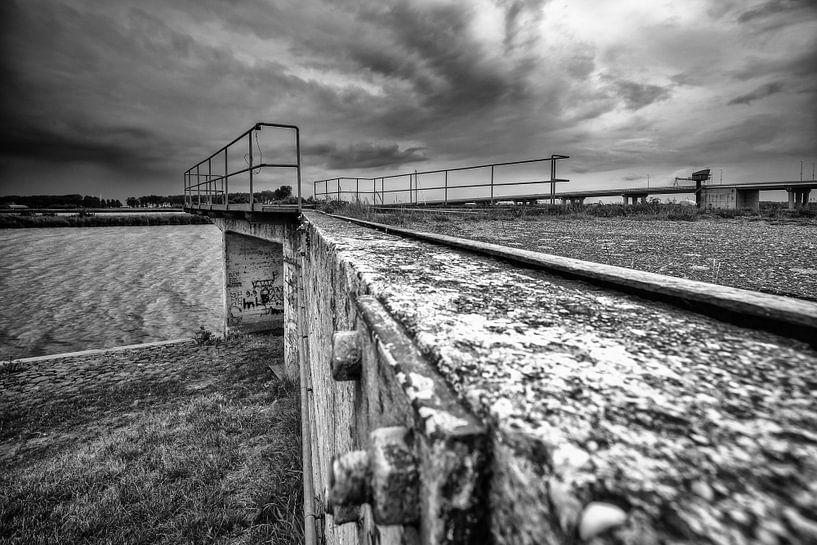 Vervallen industriële steiger voor scheepvaart van Fotografiecor .nl
