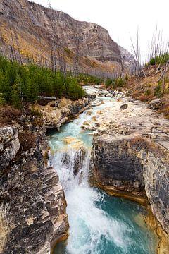 De stroming van de rivier en de kracht van water van Nathan Marcusse