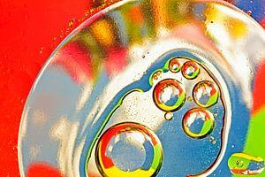 Olie druppels op een opppervlakte van water - techniek