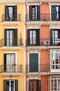 [mallorquin] ... windows to Palma