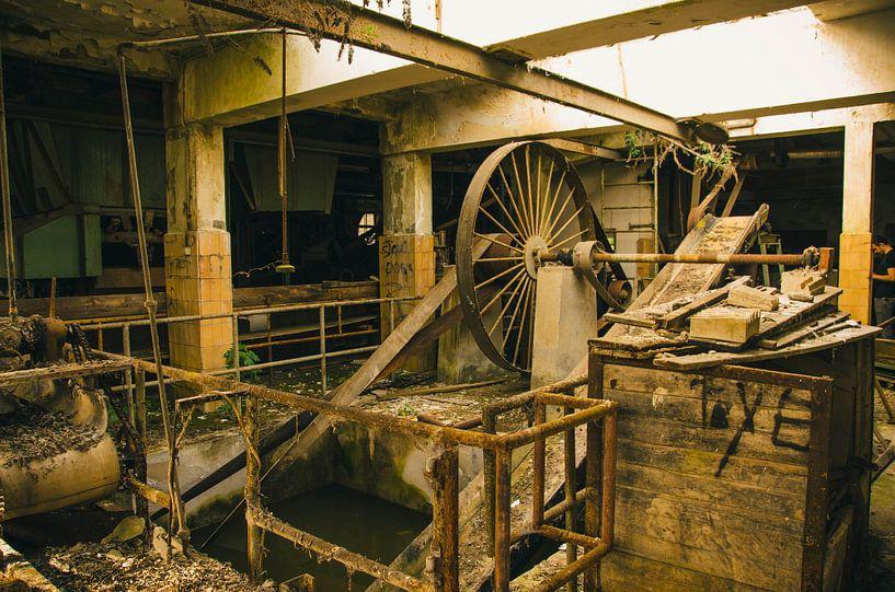 Machines in een oude fabriek van Dylan Nieuwland