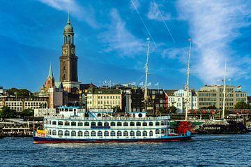 Raderstoomboot op de Elbe in de haven van Hamburg van Dieter Walther