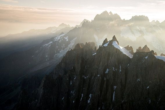 Lever de soleil sur les sommets de l'Aiguille du midi