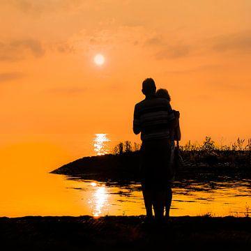 Zonsondergang bij de haven van Laaxum in Friesland van