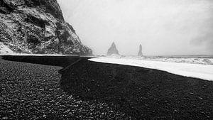 Koud IJsland; Waar sneeuw, lava zand en water elkaar ontmoeten. van