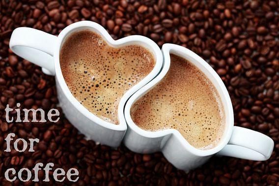 'time for coffee': 2 hartvormige kopjes koffie in bonen