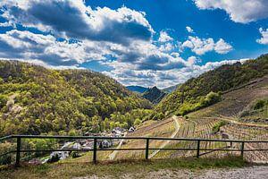 Panoramisch uitzicht in de Ahrvallei van Heinz Grates